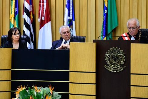 A ministra Laurita Vaz, o presidente Michel Temer e o novo presidente do TST, ministro João Batista Brito Pereira.
